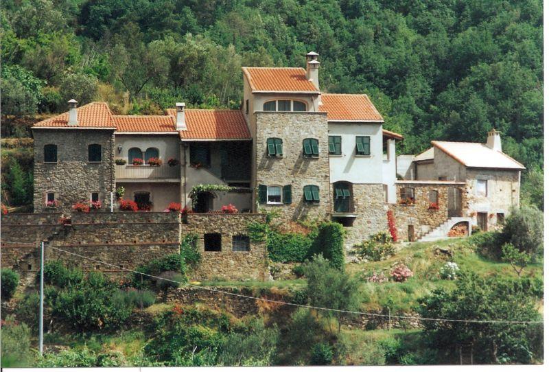 offerta rustico casale ristrutturato viarzo liguria - vendita casale vista mare con terreno