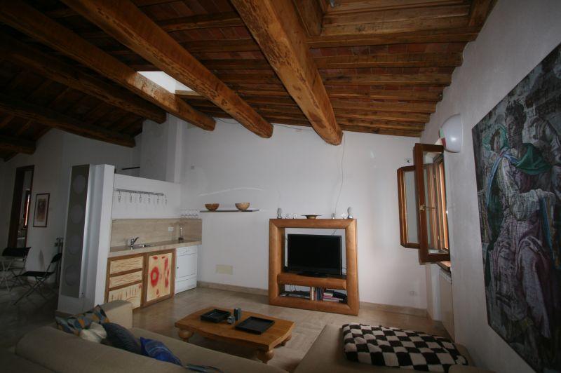 Sinalunga vendesi appartamento di mq 135