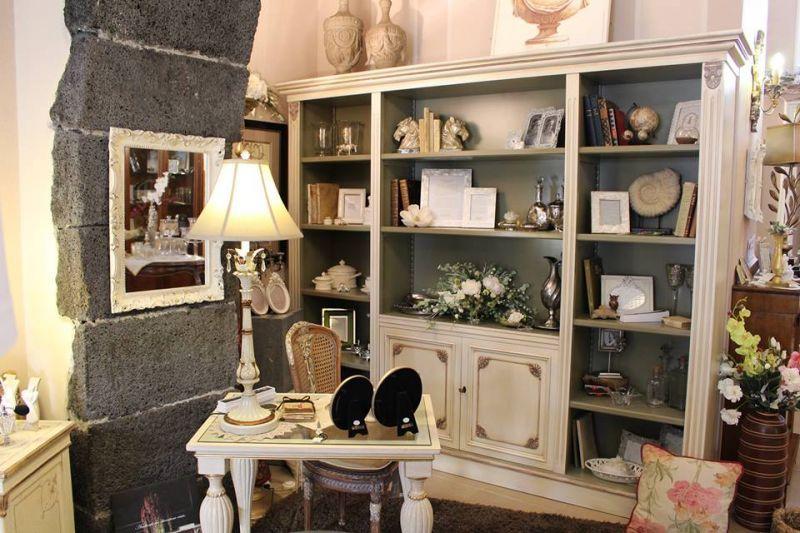 Libreria legno Tulipier  avorio anticato in offerta da Casa Antica Arredamenti