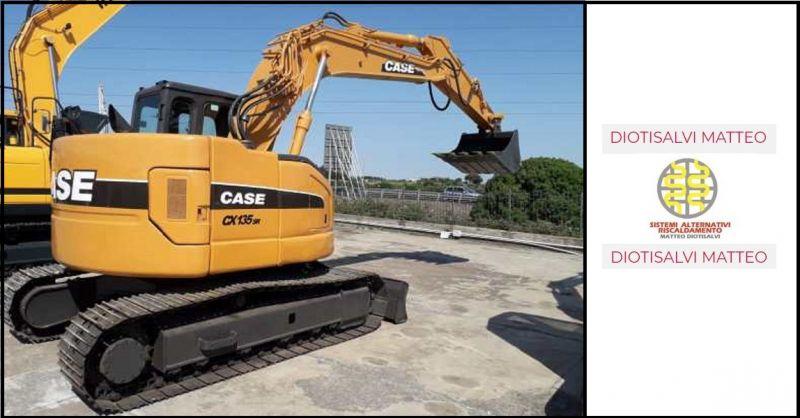Trova occasioni di privato che vende escavatore cingolato modello CASE CX 135 SR