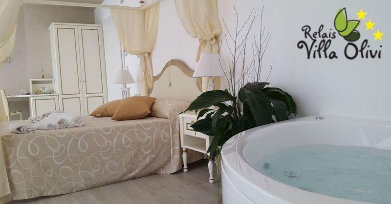 RELAIS VILLA OLIVI - Bestes Urlaubsangebot in einer Luxussuite mit Blick auf den Gardasee