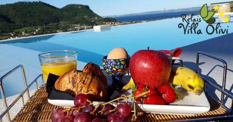 Relais Villa Olivi - Urlaubsangebot in einem Superior-Luxus Apartment mit Blick auf den Gardasee